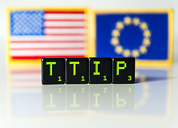 THEMENBILD - TTIP Buchstaben vor den Flaggen der USA und der Europ&auml;ischen Union. Das Transatlantische Handels- und Investitionspartnerschaft ist ein Abkommen das gerade zwischen den Vereinigten Staaten und der Europ&auml;ischen Union verhandelt wird. Aufgenommen am 05.02.2015 in Wien, &Ouml;sterreich // TTIP Letters in front of the flag of the USA and the European Union. <br /> The Transatlantic Trade and Investment Partnership, short TTIP, is a proposed free trade agreement between the United States and the European Union Image was taken in Vienna, Austria on 2015/02/05. EXPA Pictures &copy; 2015, PhotoCredit: EXPA/ Michael Gruber