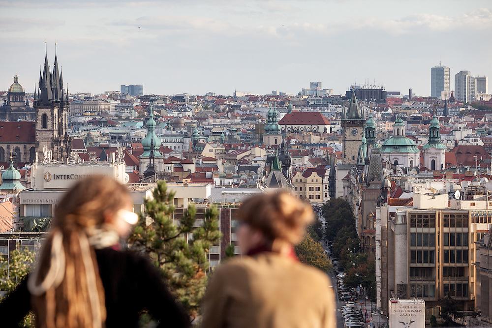 Blick von einem Aussichtspunkt am Letna Park in Richtung Prager Innenstadt zum Namesti Republiky.