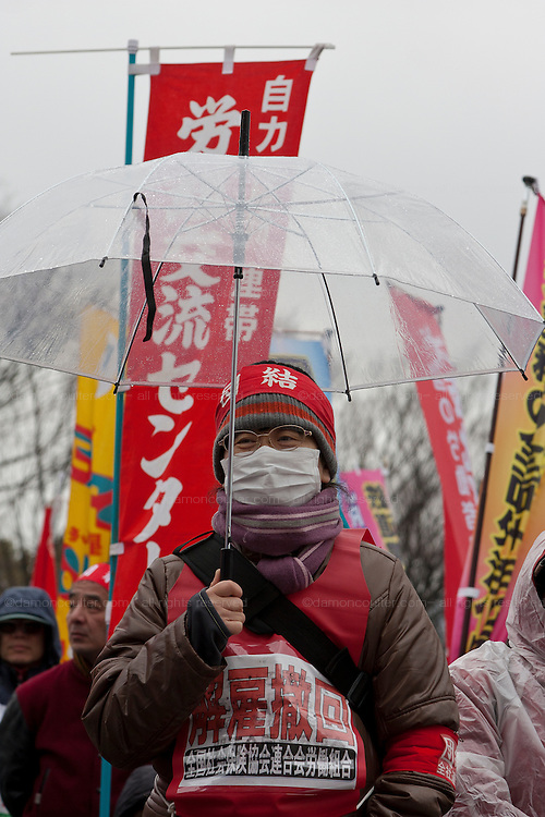 A union activist at a rally organized by Doro Chiba labour union to protest the outsourcing of what they consider essential safety and repair work and fight against rationalization of JR (Japan Railways) business. They also protested for the reinstatement of 1,047 national railway workers who lost their jobs in 1987. Shibuya, Tokyo, Japan Saturday, February 13th 2010