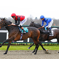 Pether's Moon and Richard Hughes winning the 3.50 race