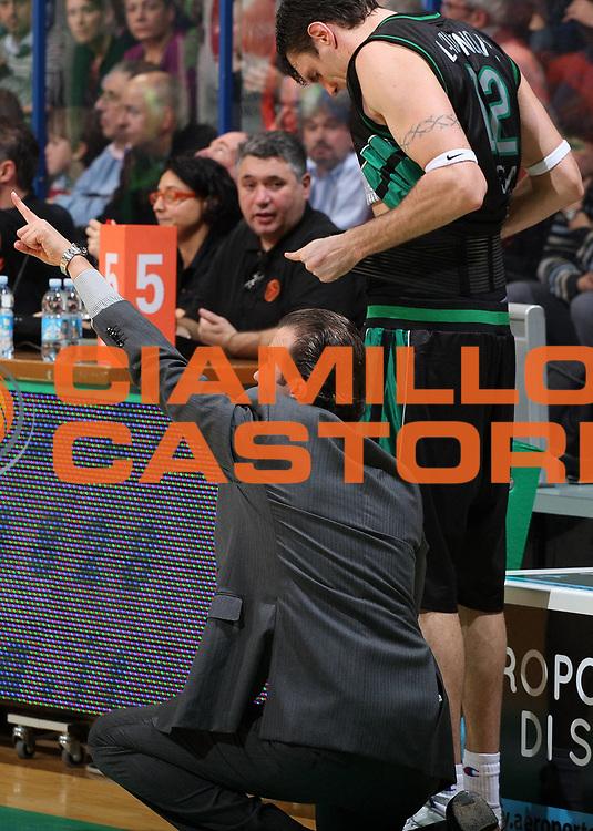 DESCRIZIONE : Siena Eurolega 2009-10 Montepaschi Siena Regal FC Barcelona<br /> GIOCATORE : Ksistof Lavrinovic Simone Pianigiani<br /> SQUADRA : Montepaschi Siena<br /> EVENTO : Eurolega 2009-2010<br /> GARA : Montepaschi Siena Regal FC Barcelona<br /> DATA : 26/11/2009 <br /> CATEGORIA : ritratto coach<br /> SPORT : Pallacanestro <br /> AUTORE : Agenzia Ciamillo-Castoria/E.Castoria<br /> Galleria : Eurolega 2009-2010 <br /> Fotonotizia : Siena Eurolega 2009-10 Montepaschi Siena Regal FC Barcelona<br /> Predefinita :