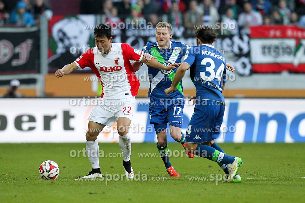 07.03.2015, SGL Arena, Augsburg, GER, 1. FBL, FC Augsburg vs VfL Wolfsburg, 24. Runde, im Bild l-r: im Zweikampf, Aktion, mit Dong Won Ji #24 (FC Augsburg), Andre Schuerrle #17 (VfL Wolfsburg) und Ricardo Rodriguez #34 (VfL Wolfsburg) // during the German Bundesliga 24th round match between FC Augsburg and VfL Wolfsburg at the SGL Arena in Augsburg, Germany on 2015/03/07. EXPA Pictures &copy; 2015, PhotoCredit: EXPA/ Eibner-Pressefoto/ Kolbert<br /> <br /> *****ATTENTION - OUT of GER*****