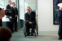 19 MAY 2010, BERLIN/GERMANY:<br /> Wolfgang Schaeuble, CDU, Bundesfinanzminister, telefoniert vor Beginn der Kabinettsitzung, Bundeskanzleramt<br /> IMAGE: 20100519-02-011<br /> KEYWORDS: Telefon, phone, Rollstuhl, Wolfgang Schäuble,