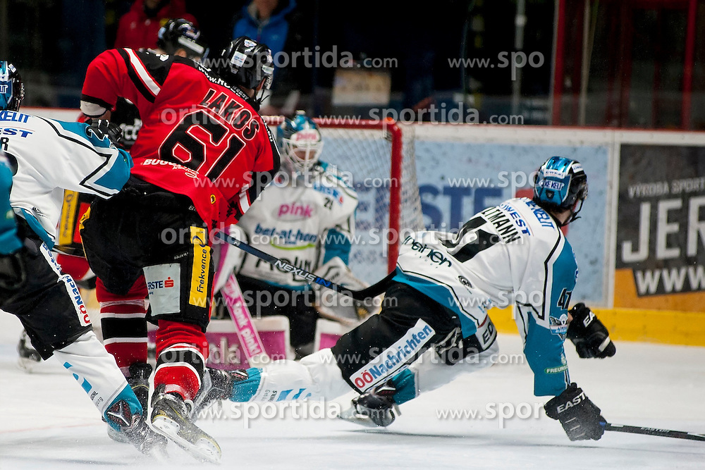 22.03.2016, Ice Rink, Znojmo, CZE, EBEL, HC Orli Znojmo vs EHC Liwest Black Wings Linz, Halbfinale, 5. Spiel, im Bild v.l. Andre Lakos (HC Orli Znojmo), Michael Ouzas (Linz), Mario Altmann (Linz) // during the Erste Bank Icehockey League 5th semifinal match between HC Orli Znojmo and EHC Liwest Black Wings Linz at the Ice Rink in Znojmo, Czech Republic on 2016/03/22. EXPA Pictures © 2016, PhotoCredit: EXPA/ Rostislav Pfeffer