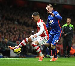 Manchester United's Wayne Rooney puts pressure on Arsenal's Alex Oxlade-Chamberlain - Photo mandatory by-line: Alex James/JMP - Mobile: 07966 386802 - 22/11/2014 - Sport - Football - London - Emirates Stadium - Arsenal v Manchester United - Barclays Premier League