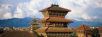 Nepal, Vallee de Katmandou, Katmandou. Durbar Square, Tour de Basantapur // Nepal, Kathmandu valley, Kathmandu, Durbar Square, Basantapur Tower.