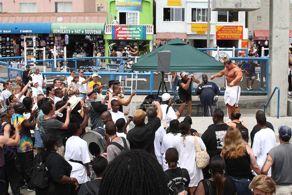 Mr. Olympia Jay Cutler posing for the crowd at the pit at world famous Muscle Beach at Venice Beach California.