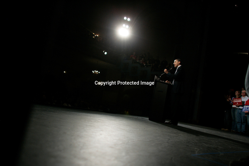 U.S. Democratic Presidential candidate Senator Barack Obama (D-IL) speaks during a campaign stop in Manchester, New Hampshire January 6, 2008.