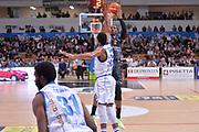 Dominique Sutton<br /> Dolomiti Energia Aquila Basket Trento - Banco di Sardegna Dinamo Sassari<br /> Lega Basket Serie A 2016/2017<br /> Trento, 08/04/2017<br /> Foto Ciamillo - Castoria