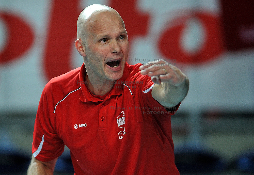 12-02-2012 VOLLEYBAL: BEKERFINALE EUPHONY ASSE LENNIK - NOLIKO MAASEIK: ANTWERPEN<br /> Noliko Maaseik wint vrij eenvoudig de beker van Belgie. In de finale waren zij met 25-21 25-18 en 25-19 te sterk voor Asse Lennik / Coach Marko Klok<br /> &copy;2012-FotoHoogendoorn.nl