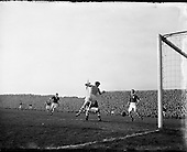 1954 - Soccer: League of Ireland v Scottish League at Dalymount Park