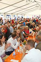 Mannheim. 15.07.17 | Neue Kerwe In Wallstadt<br /> Wallstadt. Marktplatz am Rathaus. Die Neue Kerwe. Mit buntem Programm. Er&ouml;ffnung am Samstag Mittag.<br /> &bdquo;Die Neue Kerwe&ldquo; &ndash; Stadtteilfest&ldquo; steht unter dem Motto:<br /> &bdquo;Gege Hunger un Doascht helfe Bier und Woascht&ldquo;.<br /> <br /> BILD- ID 0108 |<br /> Bild: Markus Prosswitz 15JUL17 / masterpress (Bild ist honorarpflichtig - No Model Release!)