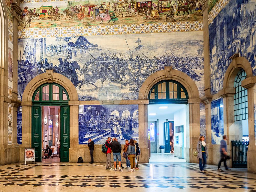Vestíbulo de la estación de tren de San Bento, Oporto ©Country Sessions / PILAR REVILLA