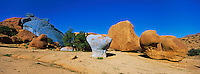 Maroc, Anti Atlas, Tafraoute, Les rochers colorés // Morocco, Anti Atlas, Tafraoute, Colored rock