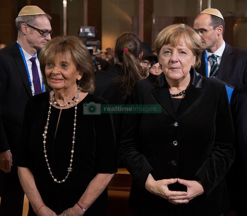 Charlotte Knobloch, Praesidentin der Israelitischen Kultusgemeinde Muenchen und Oberbayern, Bundeskanzlerin Angela Merkel (CDU)   bei der Verleihung der Ohel-Jakob Medaille an Kanzlerin Merkel anlässlich des  10. Jahrestags der Einweihung der neuen Münchner Hauptsynagoge<br /> <br /> / 091116<br /> <br /> *** Chancellor Merkel receiving the Ohel Jakob Medal at the Main Synagogue in Munich, Germany; November 9th, 2016 ***