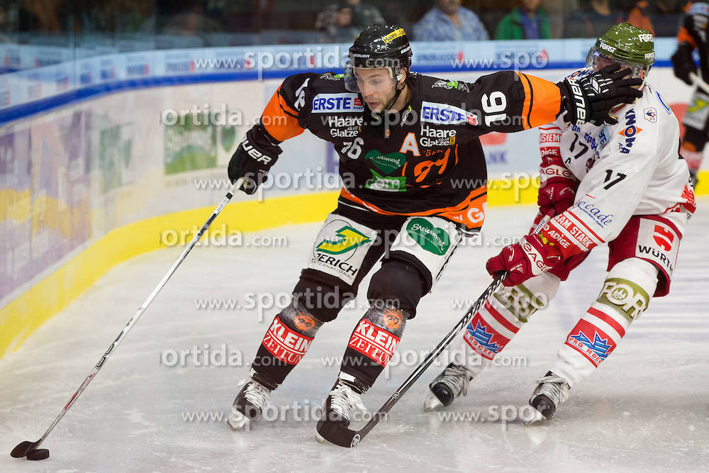 11.09.2015, Eisstadion Liebenau, Graz, AUT, EBEL, Moser Medical Graz 99ers vs HCB Suedtirol, 1. Runde, im Bild Peter Macarthur (Moser Medical Graz 99ers), Alexander Egger (HCB Suedtirol) // during the Erste Bank Icehockey League 1st round match between Moser Medical Graz 99ers and HCB Suedtirol at the Eisstadion Liebenau in Graz, Austria on 2015/09/11. EXPA Pictures © 2015, PhotoCredit: EXPA/ Dominik Angerer