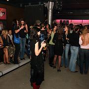 NLD/Amsterdam/20060123 - Feest release film 50 Cent, geheel links, Rowena Baierl, vriendin Lange Frans Frederiks