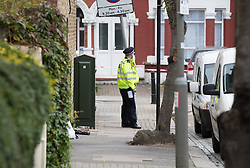 © Licensed to London News Pictures. 21/09/2017. London, UK. A police officer guards a house where police and the fire brigade attended and found a burnt body in a garden on Wimbledon Park Road in Wandsworth, south west London. A 40-year-old man and a 34-year-old woman were arrested at the scene on Wednesday, 20 September on suspicion of murder. Photo credit: Peter Macdiarmid/LNP