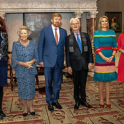 NLD/Amsterdam/20191128 - Koning Willem-Alexander reikt Erasmusprijs 2019 uit, Koning Willem Alexander, Koningin Maxima en Amerikaanse componist en dirigent John Adams en Prinses Beatrix