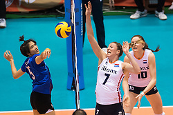 17-05-2016 JAP: OKT Thailand - Nederland, Tokio<br /> Nederland verslaat Thailand met klinkende cijfers 3-0 en is weer op koers voor Rio / Quinta Steenbergen #7, Pleumjit ThinkaowC #5 of Thailand