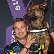 NLD/Amsterdam/20190613 - Inloop uitreiking De Beste Social Awards 2019, politiehond Bumper met zijn baasje politieagent Stephan