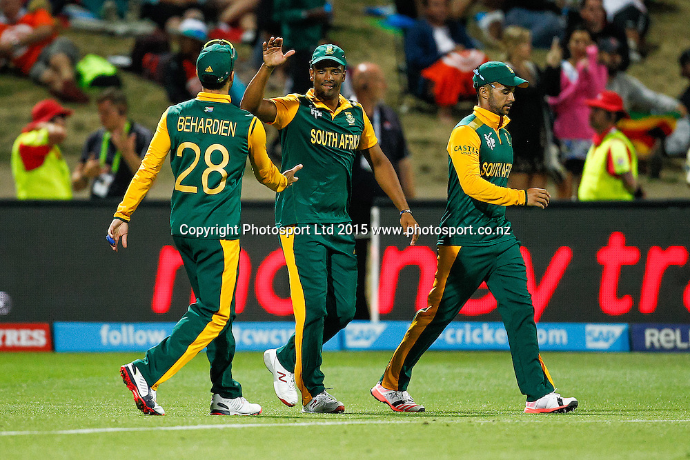 South Africa's Farhaan Behardien congratulates Vernon Philander on his catch to dismiss Zimbabw's Brendon Taylor during the ICC Cricket World Cup match - South Africa v Zimbabwe at Seddon Park, Hamilton, New Zealand on Sunday 15 February 2015.  Photo:  Bruce Lim / www.photosport.co.nz