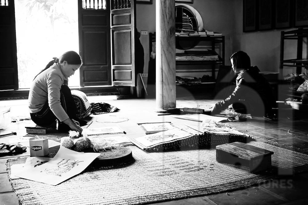 Workers in Mr Nguyen Dang Che's workshop