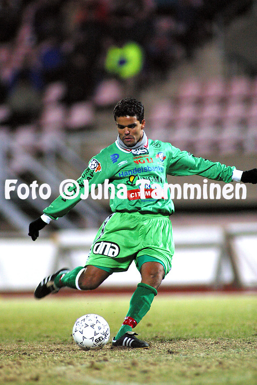 20.10.2002, Pori, Finland..Liigakarsinta 2002 / Finnish League Promotion play-off 2002..FC Jazz Pori v FC H?meenlinna..Piracaia - FC H?meenlinna.Full name: Marcelo Gonalves de Oliveira.©Juha Tamminen