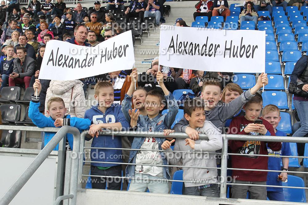 11.04.2015, Frankfurter Volksbank Stadion, Frankfurt, GER, 2. FBL, FSV Frankfurt vs SpVgg Greuther Fuerth, 28. Runde, im Bild <br /><br />FSV Fans feiern Alexander Huber (FSV Frankfurt) // during the 2nd German Bundesliga 28th round match between FSV Frankfurt and SpVgg Greuther Fuerth at the Frankfurter Volksbank Stadion in Frankfurt, Germany on 2015/04/11. EXPA Pictures &copy; 2015, PhotoCredit: EXPA/ Eibner-Pressefoto/ Roskaritz<br /> <br /> *****ATTENTION - OUT of GER*****