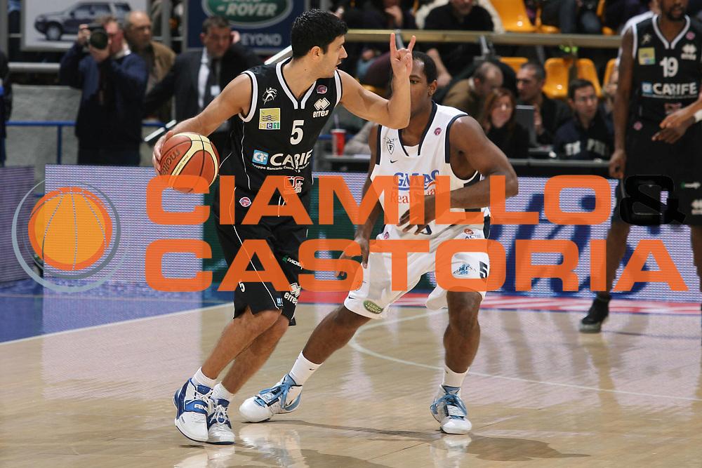 DESCRIZIONE : Bologna Lega A1 2008-09 Gmac Fortitudo Bologna Carife Ferrara<br /> GIOCATORE : Daniel Farabello<br /> SQUADRA : Carife Ferrara<br /> EVENTO : Campionato Lega A1 2008-2009 <br /> GARA : Gmac Fortitudo Bologna Carife Ferrara<br /> DATA : 29/11/2008 <br /> CATEGORIA : palleggio<br /> SPORT : Pallacanestro <br /> AUTORE : Agenzia Ciamillo-Castoria/M.Marchi