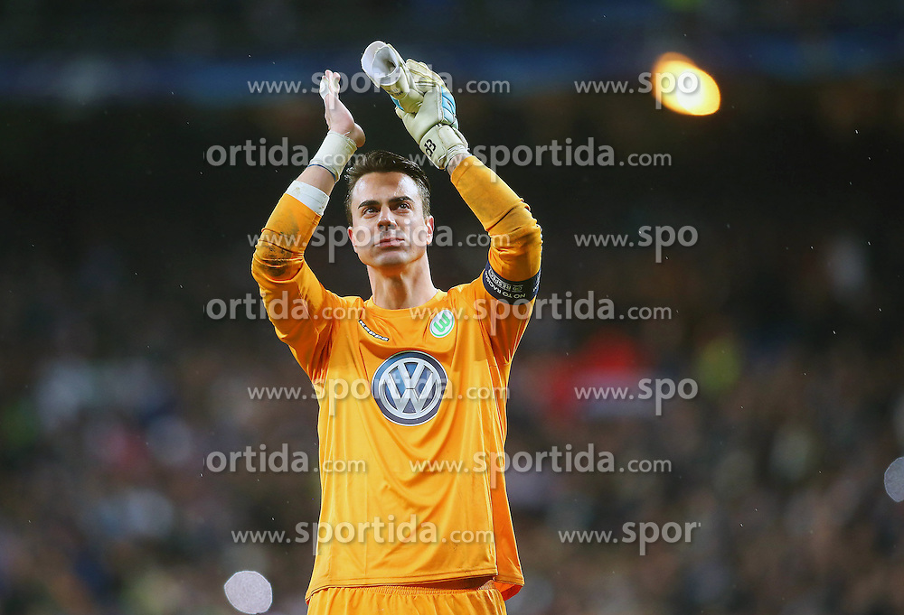 12.04.2016, Estadio Santiago Bernabeu, Madrid, ESP, UEFA CL, Real Madrid vs VfL Wolfsburg, Viertelfinale, Rueckspiel, im Bild WfL Wolfsburg's Diego Benaglio dejected // during the UEFA Champions League Quaterfinal, 2nd Leg match between Real Madrid and VfL Wolfsburg at the Estadio Santiago Bernabeu in Madrid, Spain on 2016/04/12. EXPA Pictures &copy; 2016, PhotoCredit: EXPA/ Alterphotos/ Acero<br /> <br /> *****ATTENTION - OUT of ESP, SUI*****