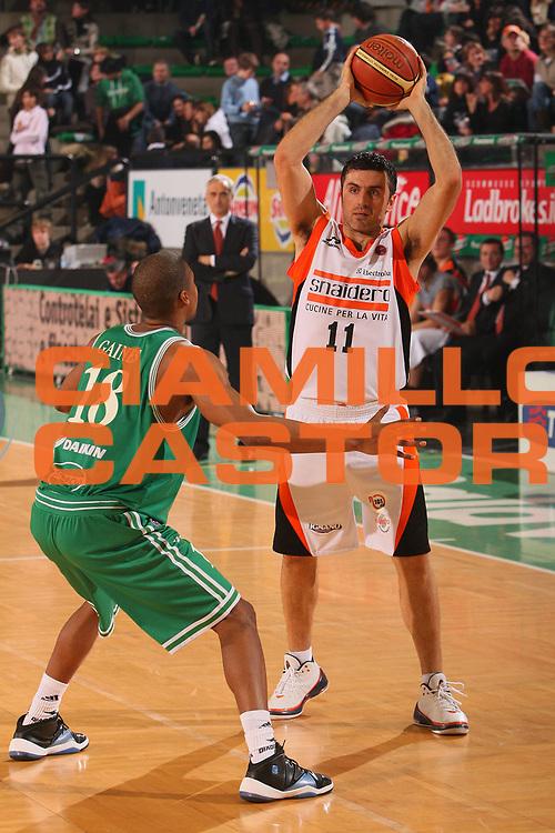 DESCRIZIONE : Treviso Lega A1 2007-08 Benetton Treviso Snaidero Udine <br /> GIOCATORE : Nikos Vetoulas <br /> SQUADRA : Snaidero Udine <br /> EVENTO : Campionato Lega A1 2007-2008 <br /> GARA : Benetton Treviso Snaidero Udine <br /> DATA : 08/03/2008 <br /> CATEGORIA : Passaggio <br /> SPORT : Pallacanestro <br /> AUTORE : Agenzia Ciamillo-Castoria/S.Silvestri