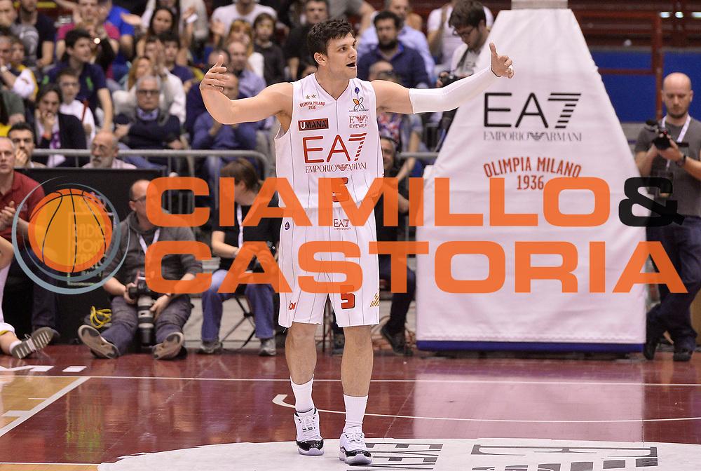 DESCRIZIONE : Milano Lega Basket Serie A 2013-2014 EA7 Emporio Armani Olimpia Milano - Acqua Vitasnella Cantu'<br /> GIOCATORE : Alessandro Gentile<br /> CATEGORIA : esultanza<br /> SQUADRA : EA7 Emporio Armani Olimpia Milano<br /> EVENTO : Campionato Lega Basket Serie A 2013-2014<br /> GARA : EA7 Emporio Armani Olimpia Milano - Acqua Vitasnella Cantu'<br /> DATA : 06/04/2014 <br /> SPORT : Pallacanestro <br /> AUTORE : Agenzia Ciamillo-Castoria/R.Morgano<br /> Galleria : Lega Basket Serie A 2013-2014