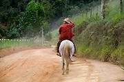 Santa Leopoldina, 05 de Marco de 2009...Morador da regiao em um trecho da Rota imperial da Estrada Real..Projeto Rota Imperial - Instituto Estrada Real..Foto: Leo Drumond / Nitro