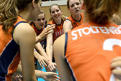 10-08-2014 NED: FIVB Grand Prix Polen - Nederland, Doetinchem<br /> /Judith Pietersen, Myrthe Schoot, Yvon Belien, Carlijn Jans, Lonneke Sloetjes