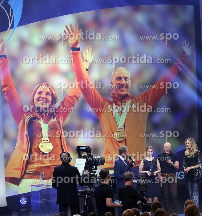 13.07.2019, BMW Welt, Muenchen, GER, Bayerischer Sportpreis Verleihung, im Bild Dr. Christine Theiss übergibt den bayer. Sportpreis an Clara Klug, dahinter Martin Härtl // during the Bavarian Sports Award at the BMW Welt in Muenchen, Germany on 2019/07/13. EXPA Pictures © 2019, PhotoCredit: EXPA/ SM<br /> <br /> *****ATTENTION - OUT of GER*****