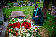 Het graf van Esseline Kerssenberg-Bradley, de grootmoeder van Lilly Becker, Amsterdam, Nederland - 23 november 2018 The grave of Esseline Kerssenberg-Bradley<br /> 23 Nov 2018 copyrught robin utrecht