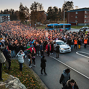 20151025 Trollh&auml;ttan<br /> Manifestation f&ouml;r att hedra offren fr&aring;n attacken p&aring; Kronan skolan i Trollh&auml;ttan d&aring; en maskerad knivman gick till attack inne p&aring; Kronans skola i stadsdelen Kronog&aring;rden. F&ouml;r&auml;ldrar anh&ouml;riga och sl&auml;kt till m&ouml;radade Lavin deltog i manifestationen<br /> <br /> Manifestation to honor the victims of the attack on the Kronan school in Trollh&auml;ttan where a masked man with knife attacked inside the kronan school in the district Kronog&aring;rden. Parents, relatives  of murdered Lavin attended the rally<br /> <br /> <br /> FOTO JOACHIM NYWALL KOD0520002<br /> COPYRIGHT KAMERAPRESS.SE