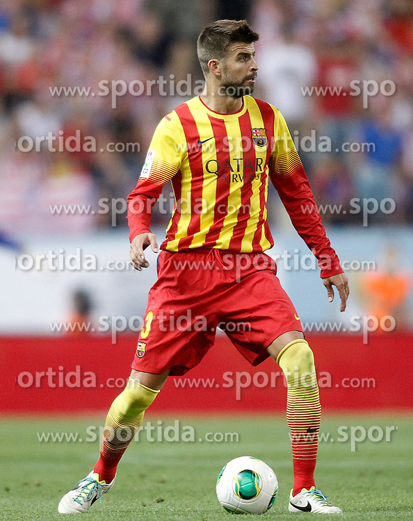 21.08.2013, Estadio Vicente Calderon, Madrid, ESP, Supercup, Atletico Madrid vs FC Barcelona, im Bild FC Barcelona's Gerard Pique // during during the Spanish Supercup match between Club Atletico de Madrid and Barcelona FC at the Estadio Vicente Calderon, Madrid, Spain on 2013/08/21. EXPA Pictures &copy; 2013, PhotoCredit: EXPA/ Alterphotos/ Acero<br /> <br /> ***** ATTENTION - OUT OF ESP and SUI *****