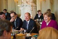 DEU, Deutschland, Germany, Gransee, 11.04.2018: V.l.n.r. Bundesaussenminister Heiko Maas (SPD), Bundesfinanzminister Olaf Scholz (SPD), Bundeskanzlerin Dr. Angela Merkel (CDU) bei der Kabinettsitzung im Rahmen der Klausurtagung des Bundeskabinetts im Schloss Meseberg.
