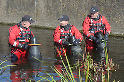 © Licensed to London News Pictures 27/10/2018<br /> Dartford,UK.<br /> Police divers search the River Darent in Dartford town centre for missing mum Sarah Wellgreen<br /> Photo credit: Grant Falvey/LNP