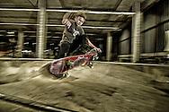 nederland,enschede, 13okt2012 skater in de voormalige polaroid fabriek in enschede