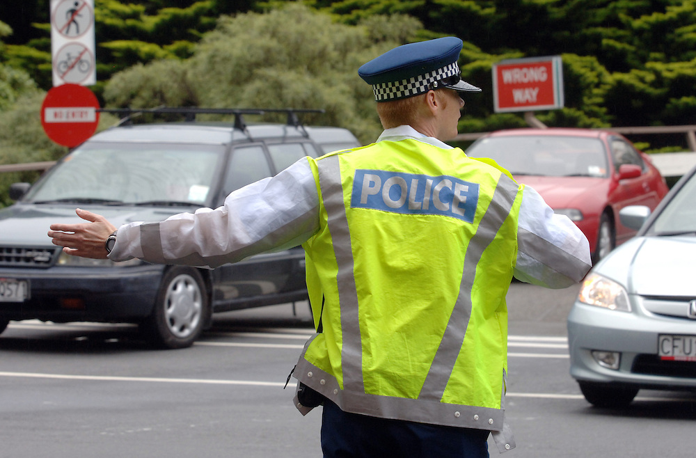 Policeman on point duty, directing traffic, the Terrace, Wellington, New Zealand, Thursday, February01, 2007. Credit:SNPA / Ross Setford