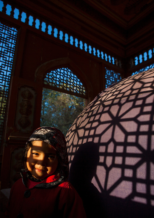 Little Uyghur girl in Sultan Saiyidhan Tomb in Yarkand, Xinjiang Uyghur autonomous region, China. The tombs of Sultan Saiyidhan are protected in<br />