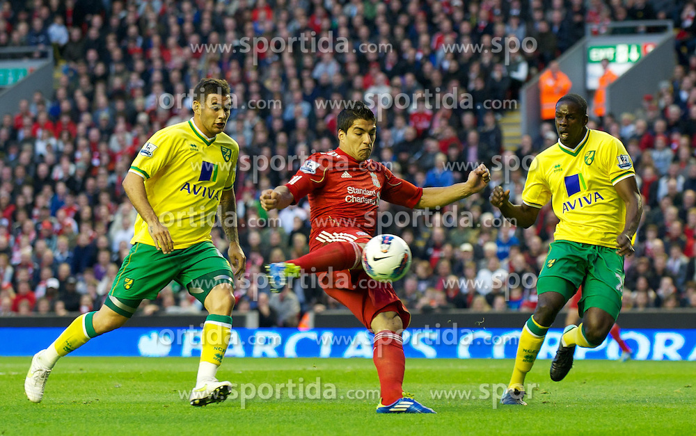 22.10.2011, Anfield Stadion, Liverpool, ENG, PL, FC Liverpool - Norwich City, im Bild Liverpool's Luis Alberto Suarez Diaz in action against Norwich City's Bradley Johnson and Russell Martin during the Premiership match at Anfield // during the Premier League football match between FC Liverpool - Norwich City, at Anfield Stadium, Liverpool, United Kingdom on 22/10/2011. EXPA Pictures © 2011, PhotoCredit: EXPA/ Propaganda Photo/ David Rawcliff +++++ ATTENTION - OUT OF ENGLAND/GBR+++++