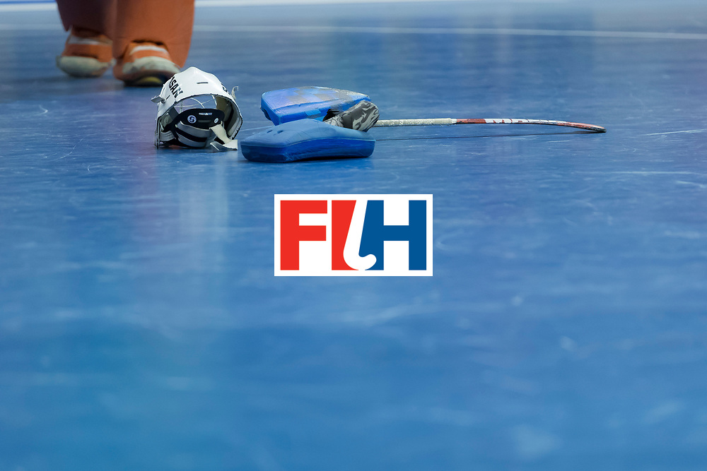 Hockey, Seizoen 2017-2018, 09-02-2018, Berlijn,  Max-Schmelling Halle, WK Zaalhockey 2018 MEN, Iran - Czech Republic 2-2 Iran Wins after shoutouts, closeup stick and helm