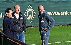 27.10.2014, Trainingscenter, Bremen, GER, 1. FBL, SV Werder Bremen, Training, im Bild von links, Thomas Eichin (Geschaeftsfuehrer Sport SV Werder Bremen) mit Rouven Schroeder / Schr&ouml;der (Sportdirektor SV Werder Bremen) und Viktor Skripnik (Cheftrainer SV Werder Bremen) // during a Trainingssession of German Bundesliga Club SV Werder Bremen at the Trainingscenter in Bremen, Germany on 2014/10/27. EXPA Pictures &copy; 2014, PhotoCredit: EXPA/ Andreas Gumz<br /> <br /> *****ATTENTION - OUT of GER*****