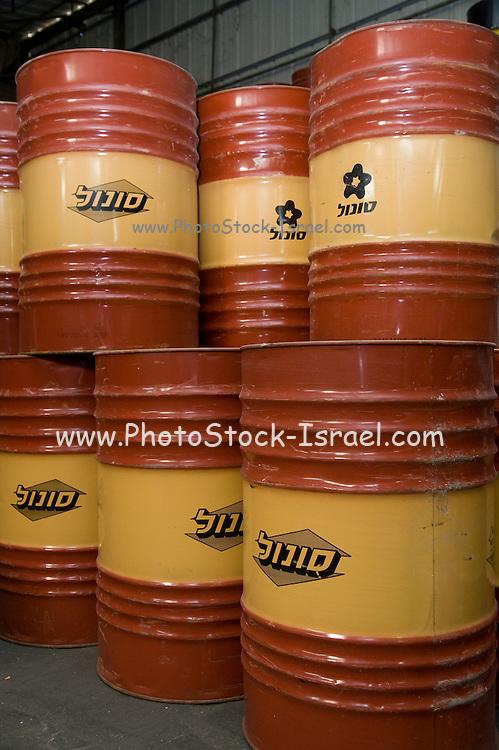 Petroleum derivative storage barrels
