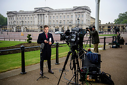 © Licensed to London News Pictures. 04/05/2017. London, UK. Media outside Buckingham Palace, the home of Queen Elizabeth II, where an emergency meeting of staff has reportedly been called. An announcement by the Palace is is expected this morning.  Photo credit: Ben Cawthra/LNP