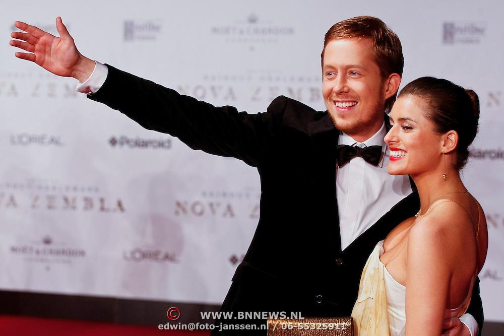 NLD/Amsterdam/20111121 - Premiere Nova Zembla 3D, Robert de Hoog en partner Laura de Graaf